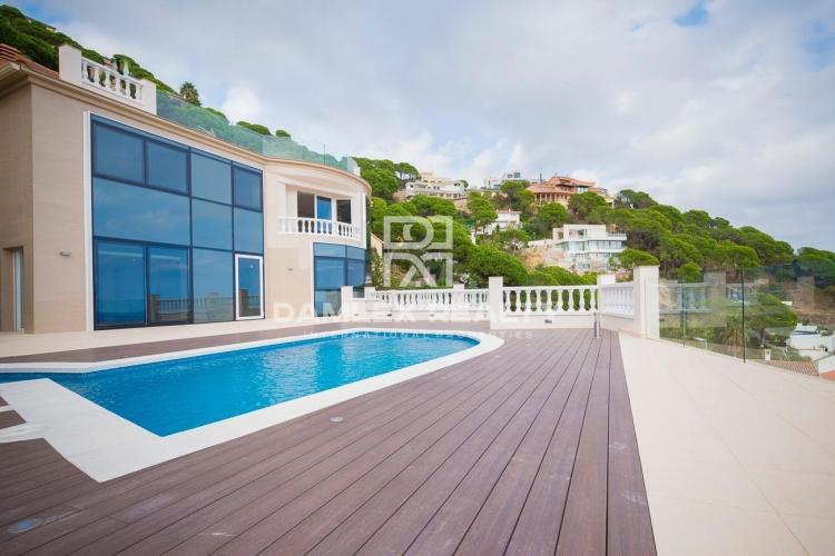 Exclusive villa in the urbanization of Lloret de Mar, Costa Brava
