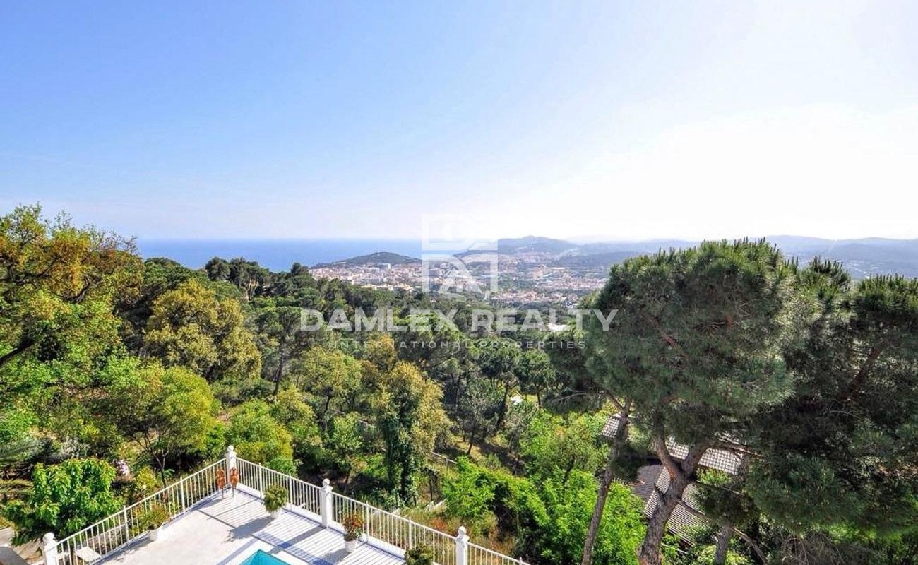 Beautiful house in excellent condition with sea views on the Costa Brava.