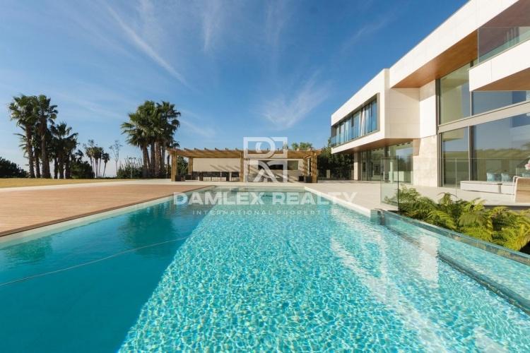 Exclusive offer! Luxury villa in Barcelona.