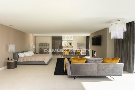 Exclusive offer! Luxury villa in Barcelona.