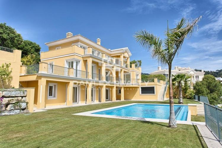 New villa with sea views on the Costa del Sol
