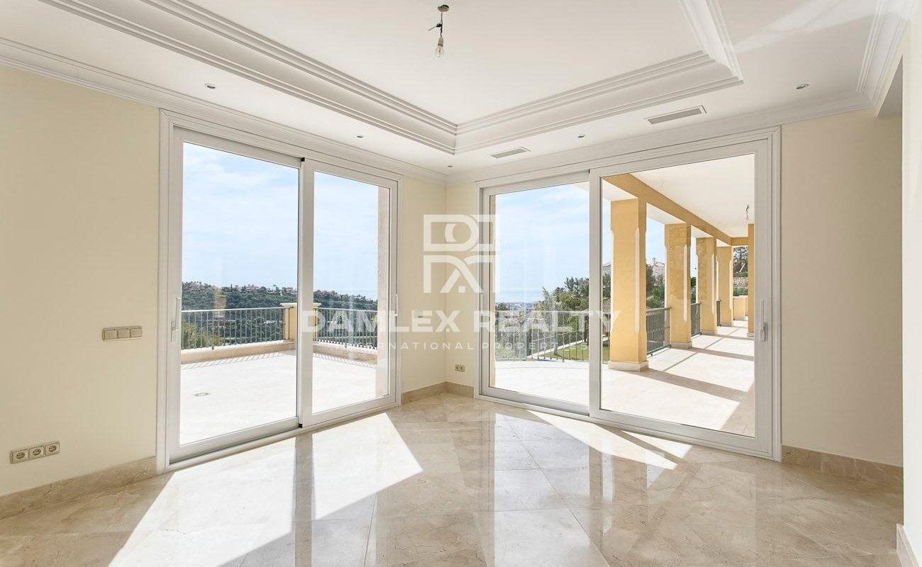 New villa with sea views on the Costa del Sol