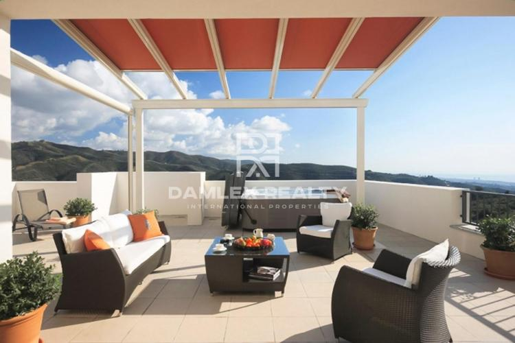 Apartment with sea views in a residential complex protected in Marbella