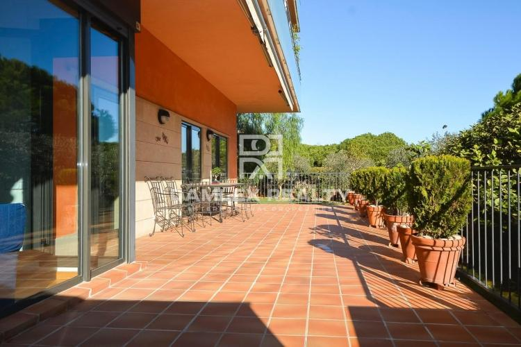 Apartment in the city of Gava Mar with a large terrace