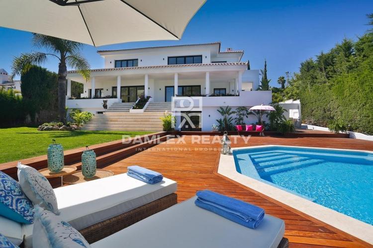 House near golf club in Nueva Andalucia