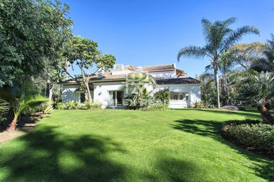 Villa on the second line of the sea next to Puerto Banus