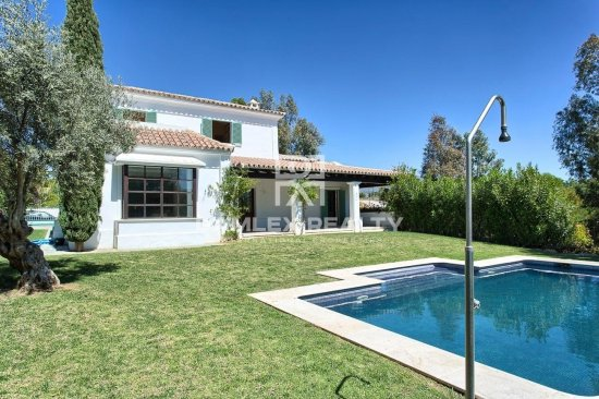 Villa in Mijas on the first line of golf