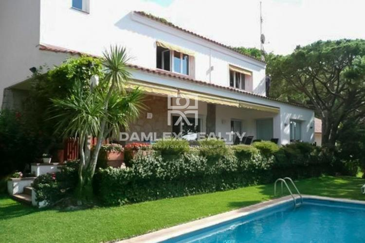 Villa in Cabrils with a large plot
