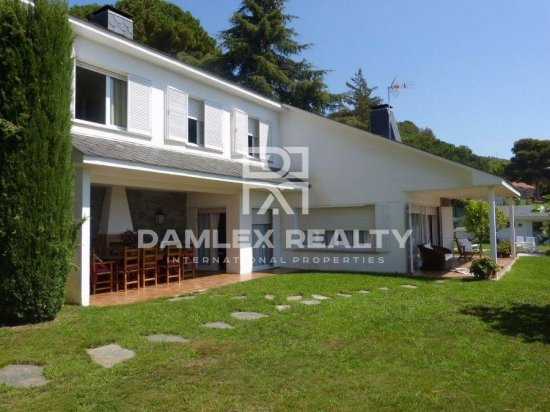 Villa with stunning views and with the pool