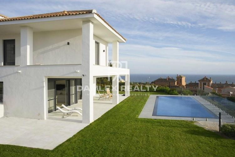 Villa in the east of Marbella with sea views