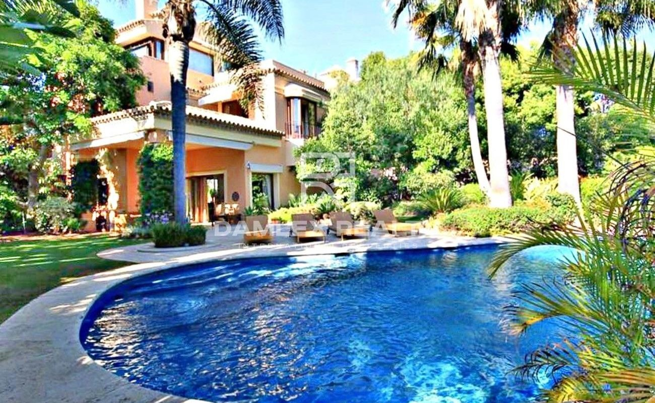 Villa with garden on the Golden Mile of Marbella