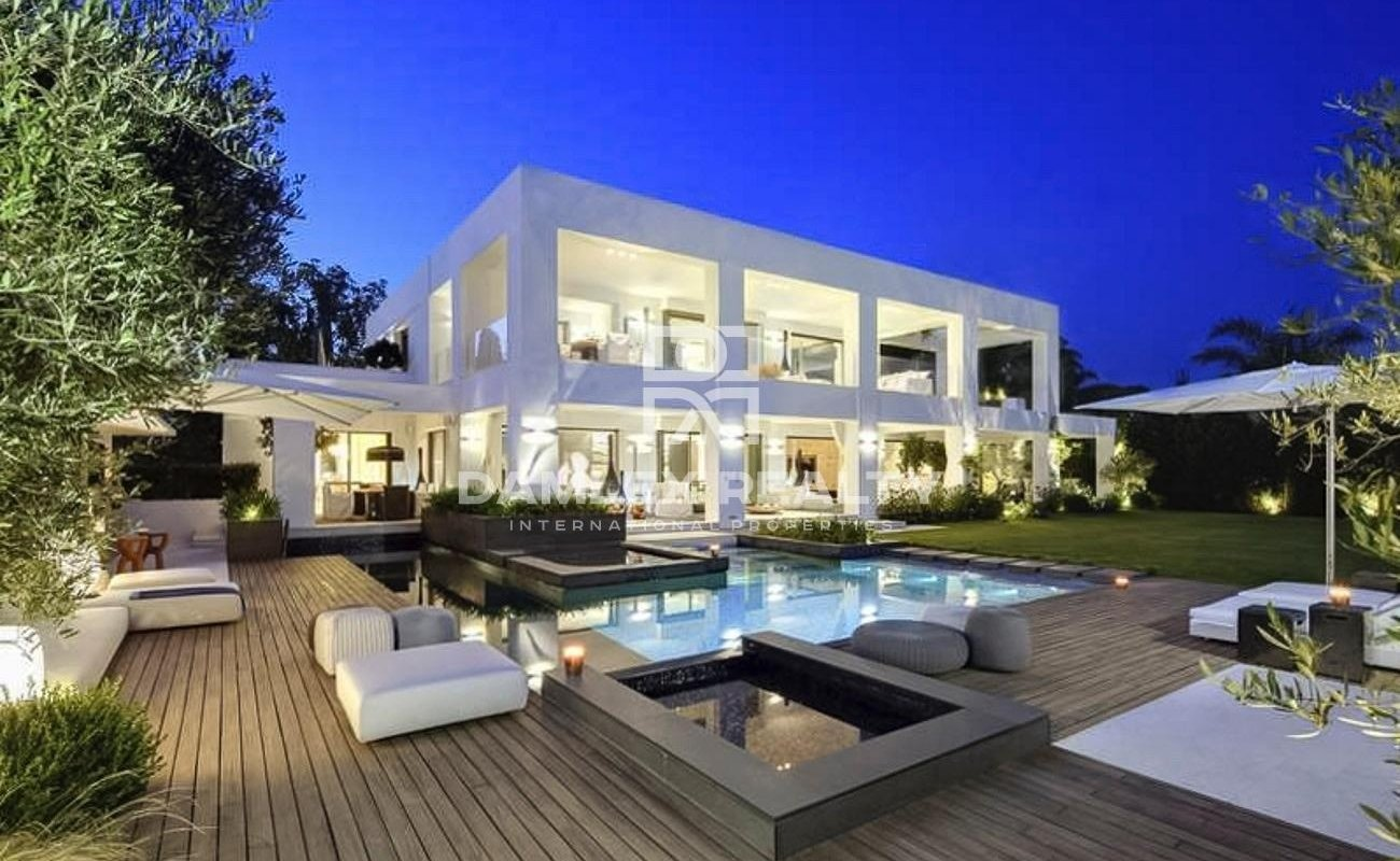Modern villa on the beachfront with direct access to the beach