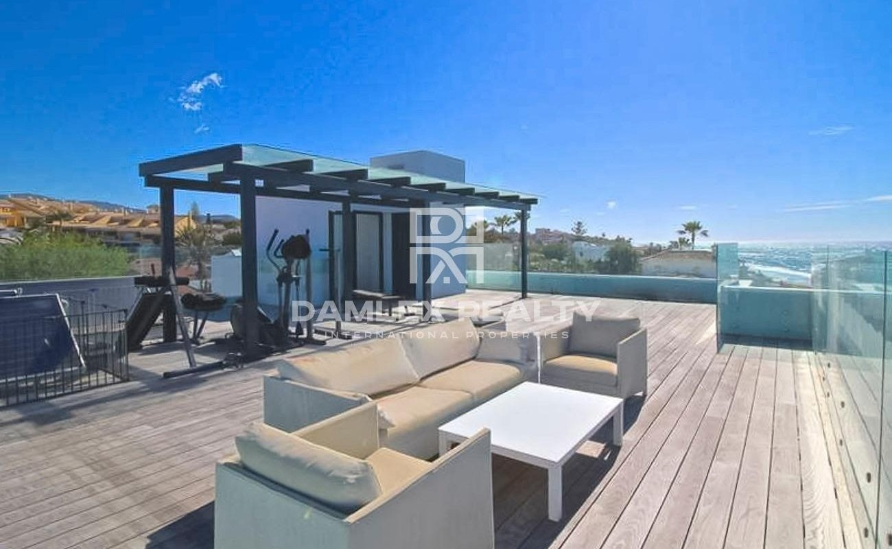 Beachfront! Exclusive villa with access to the beach
