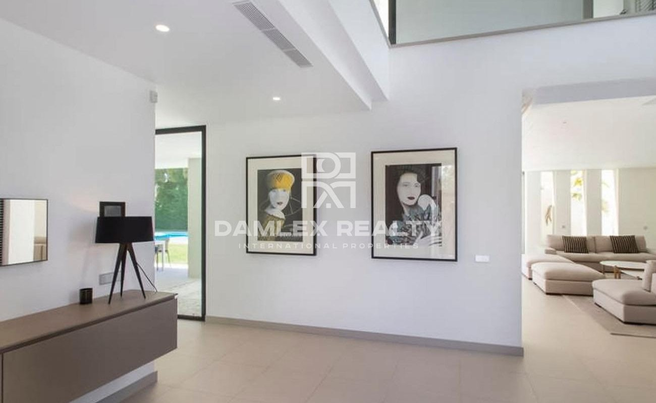 Modern villa in Marbella close to the beach in the Porta Banus area