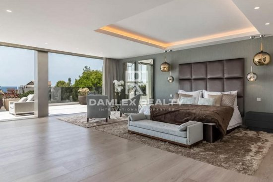 Luxury villa in an urbanization in Marbella