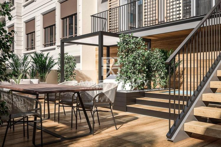 Apartment with large terrace in a new building in Barcelona