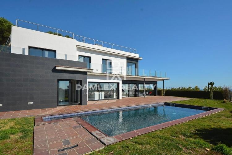 Villa with sea views, Costa Brava