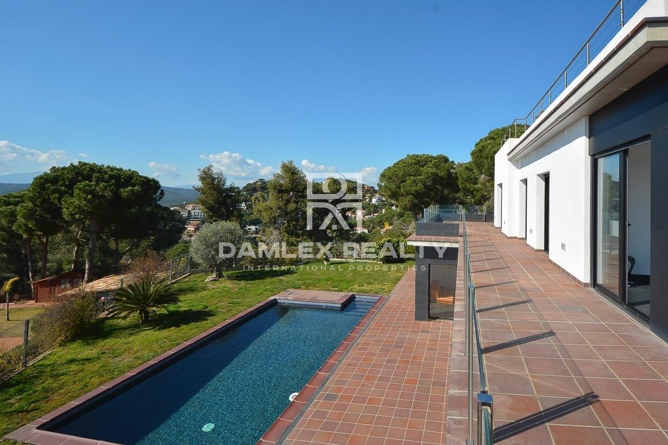 Villa with sea views, Costa Brava