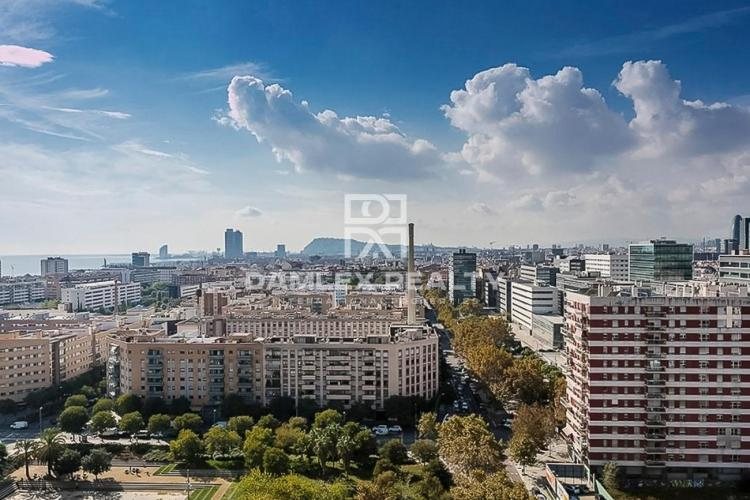 Large apartment with panoramic views of Barcelona and the sea