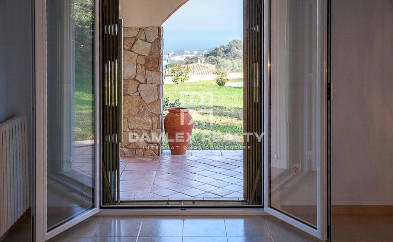 House with a beautiful view of the sea in a residential area near Sagaro