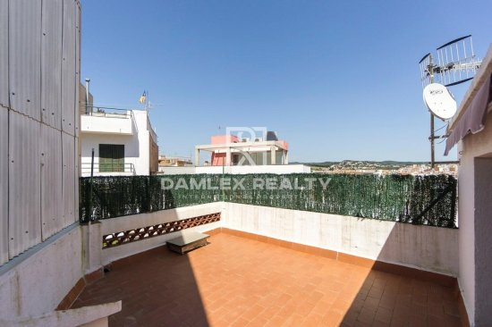 Semi-detached house with magnificent views of the city