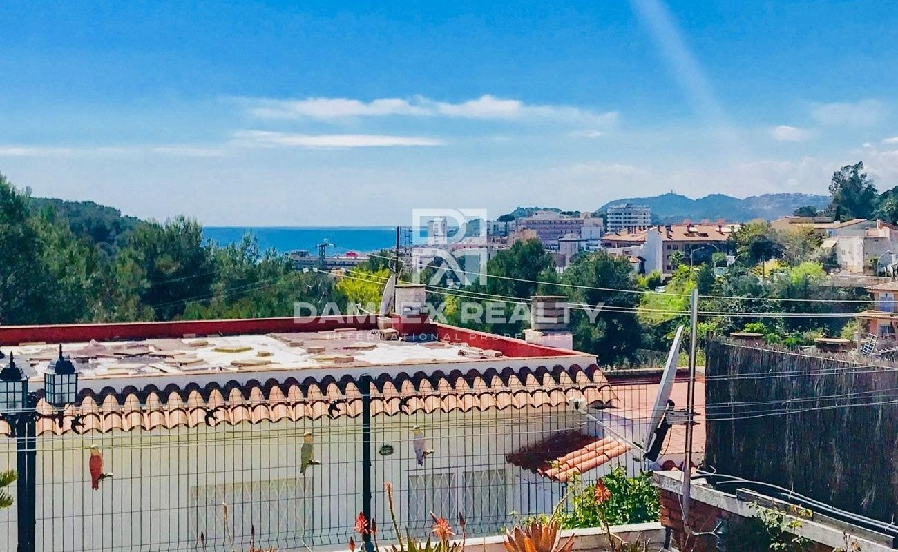 House near the beach and the city of Lloret De Mar with sea views