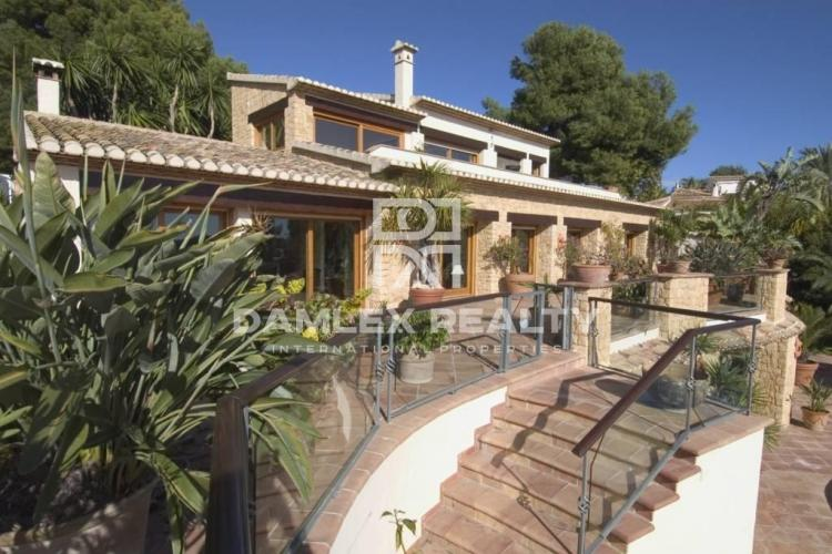 HOUSE / VILLA WITH 4 BEDROOMS, LAND 2500 M2, FOR SALE IN Moraira, Costa Blanca