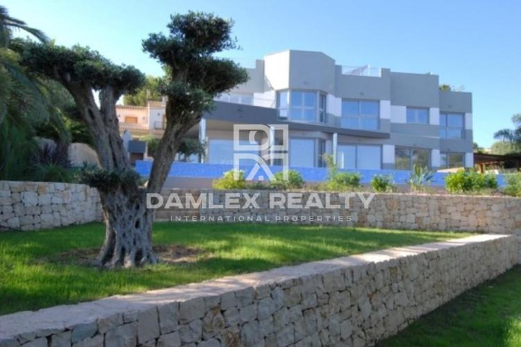 HOUSE / VILLA WITH 5 BEDROOMS, LAND 1314 M2, FOR SALE IN Calpe, Costa Blanca