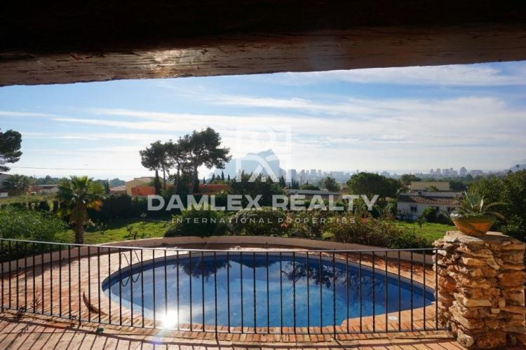 HOUSE / VILLA WITH 4 BEDROOMS, LAND 7000 M2, FOR SALE IN Calpe, Costa Blanca