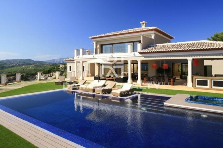 HOUSE / VILLA WITH 5 BEDROOMS, LAND 1745 M2, FOR SALE IN Moraira, Costa Blanca