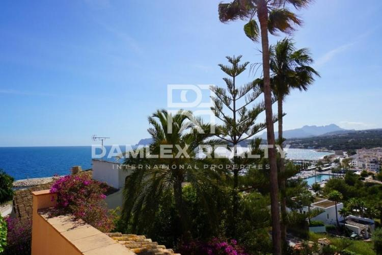 HOUSE / VILLA WITH 6 BEDROOMS, LAND 852 M2, FOR SALE IN Moraira, Costa Blanca