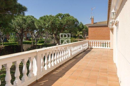 Villa on the second line of the sea in Gava Mar
