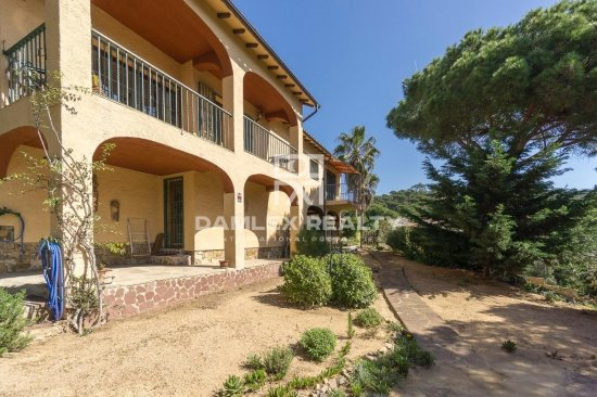 COZY VILLA WITH SEA VIEW IN LLORET DE MAR