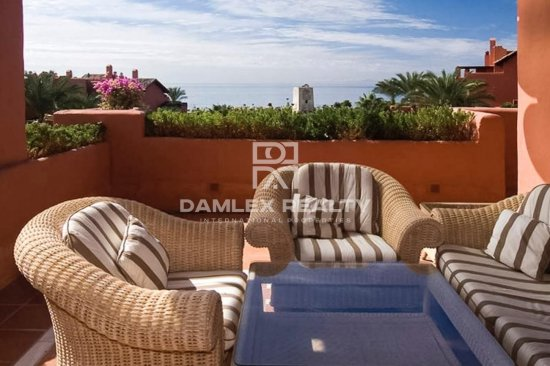 Apartments on the seafront in Estepona in an elite complex