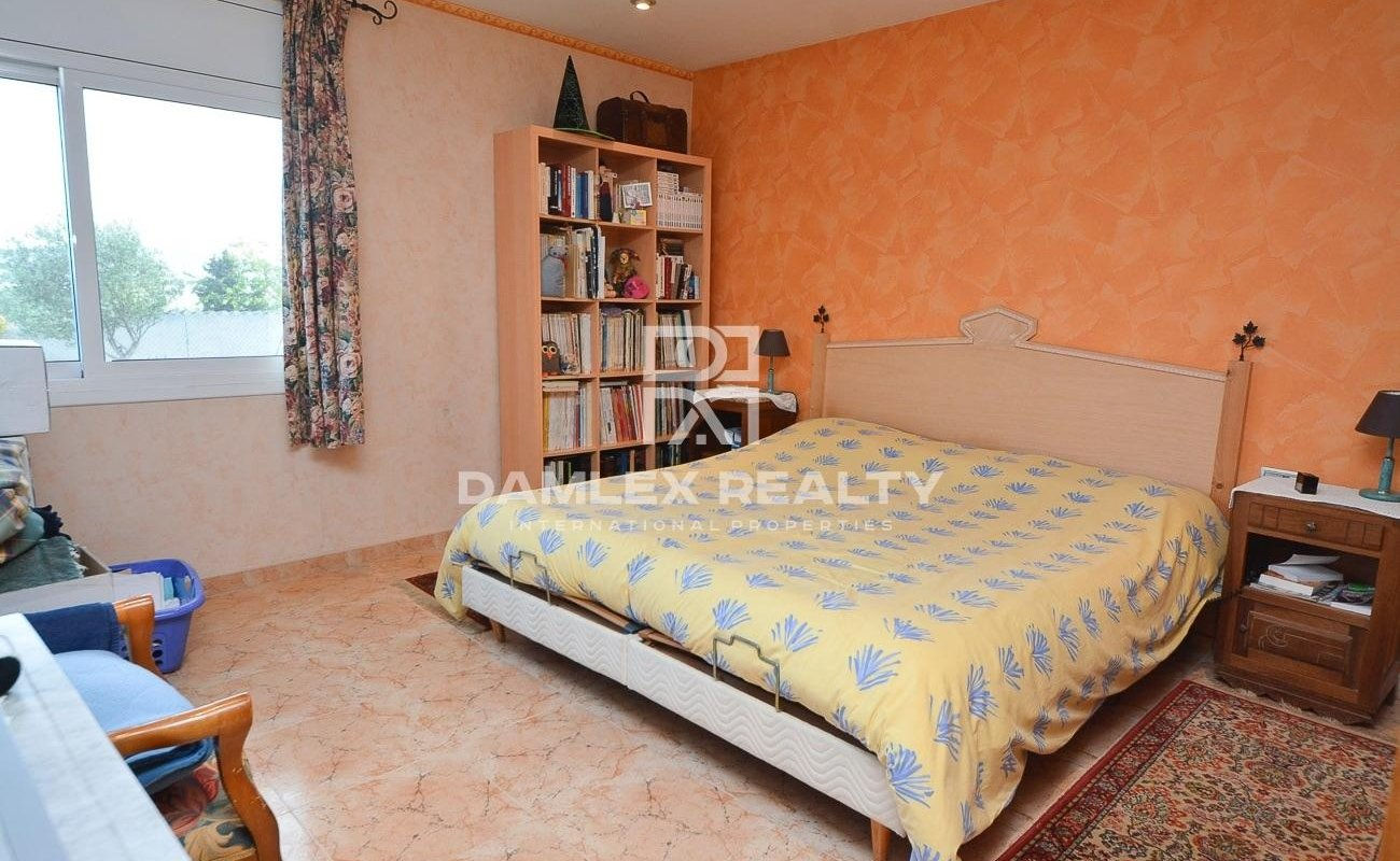 Villa 4 km from the beach of Blanes and the center
