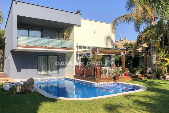 Villa 150 meters from the beach