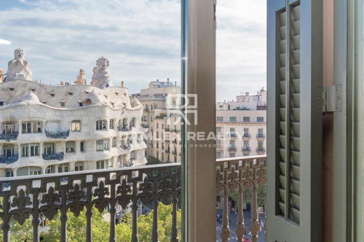 Exclusive apartment in a historic building in Passeig de Gracia