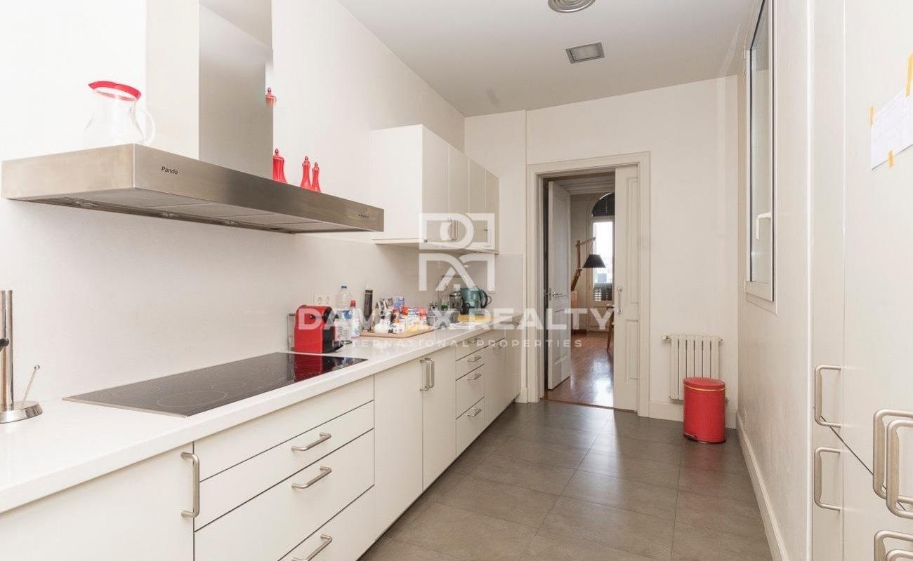 Exclusive apartment in a historic building in Passeig de Gracia
