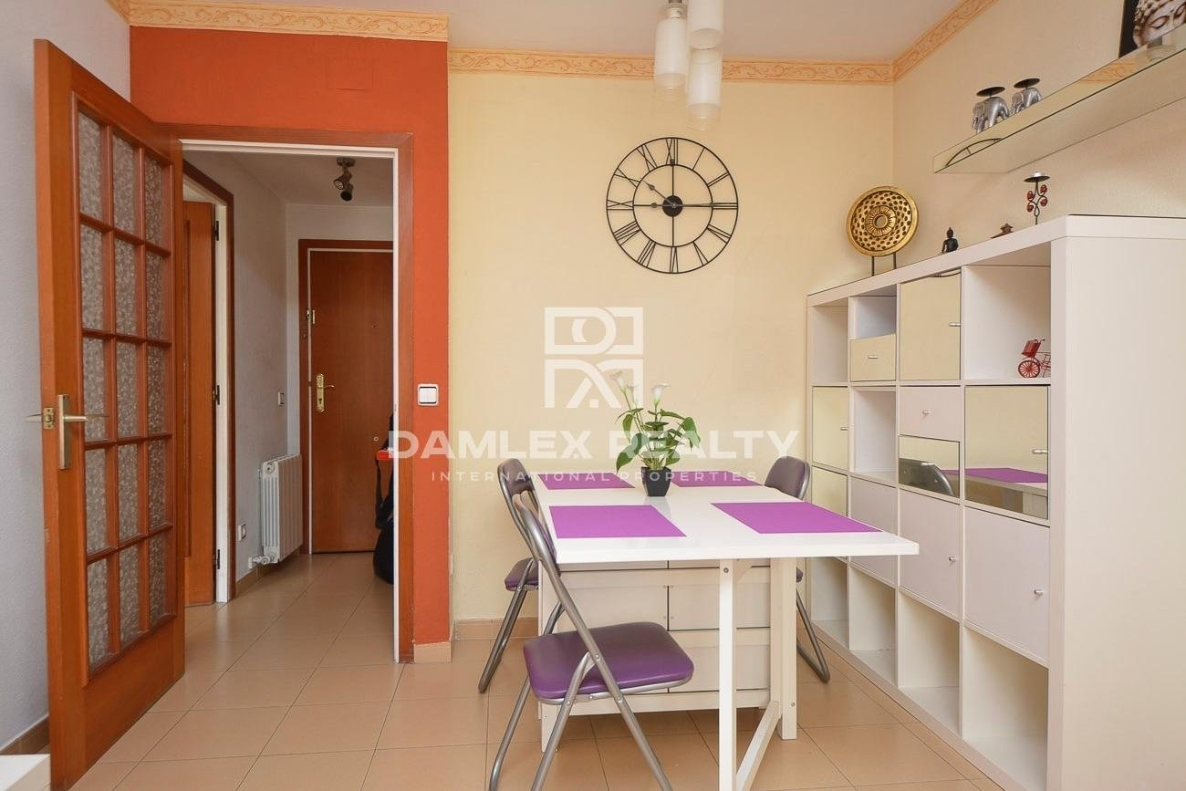 Apartment with sea views and pool with direct access to the beach