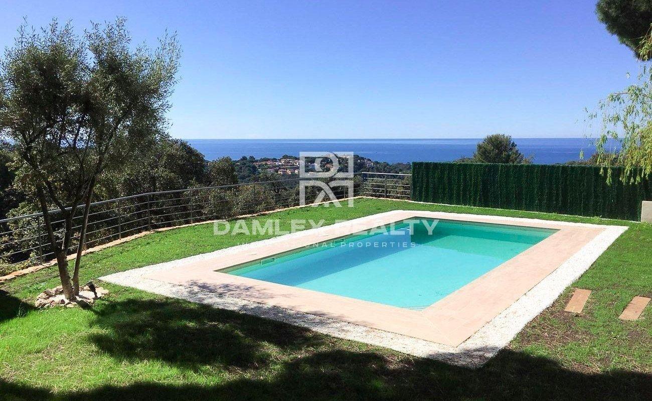 Villa with sea views in Lloret de Mar with tourist license