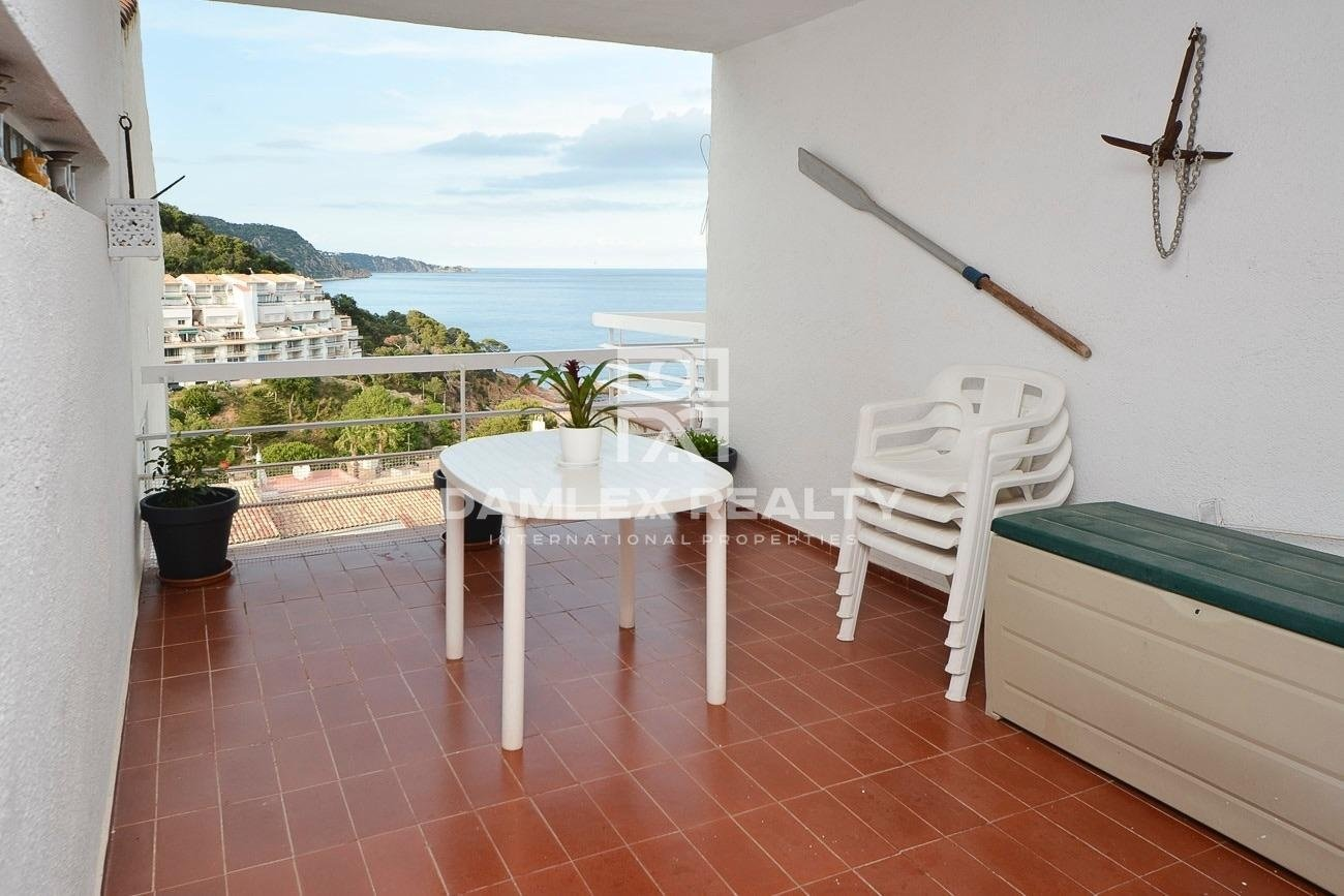 Apartment in private cove with sea views