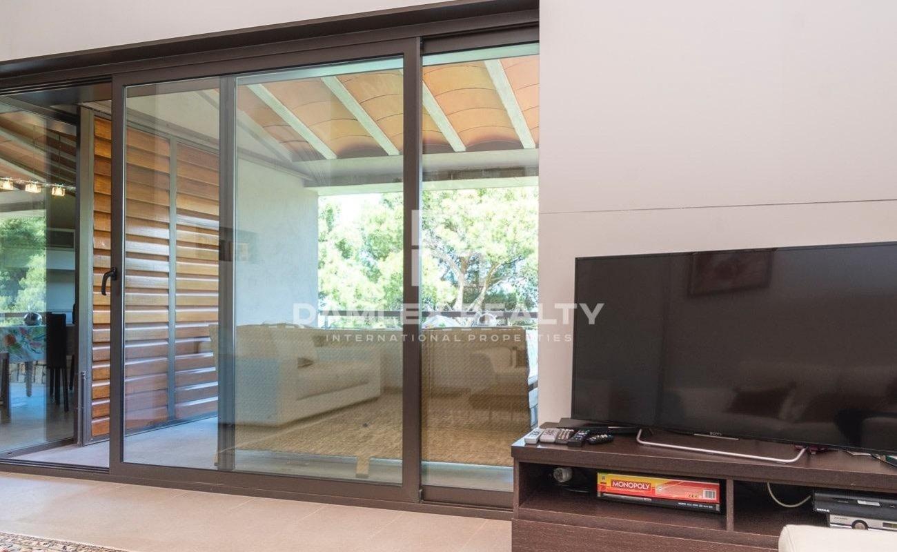 Modern luxury villa with great sea views