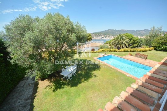 Villa with stunning sea views a few minutes walk from the beach