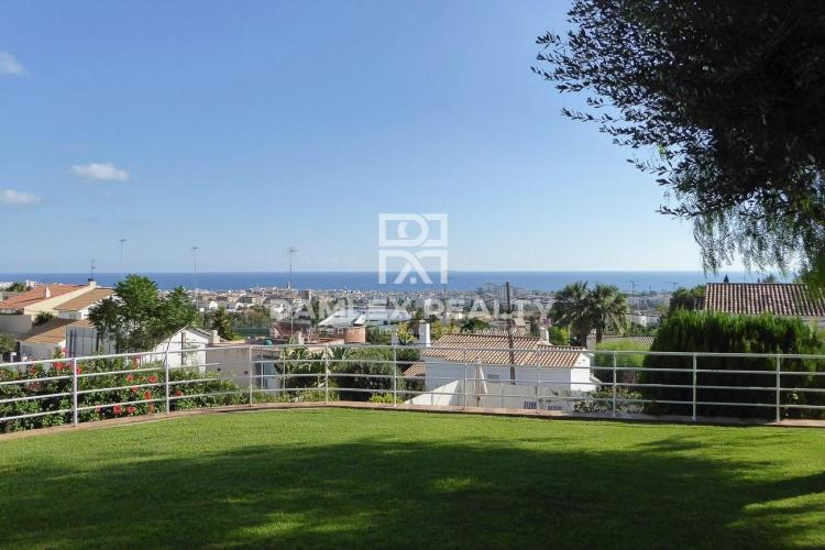 Villa with sea views near the international school
