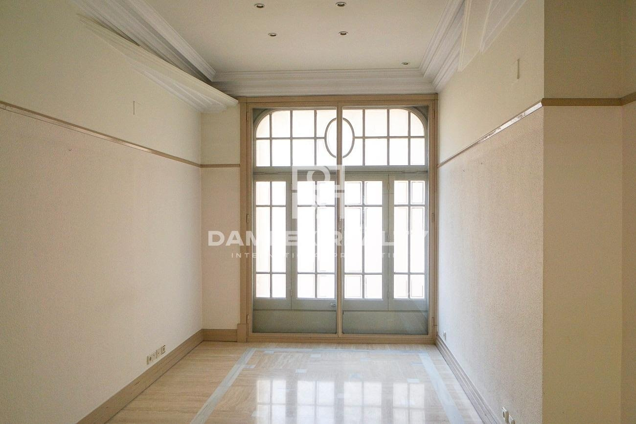 Large apartment in the center of Barcelona