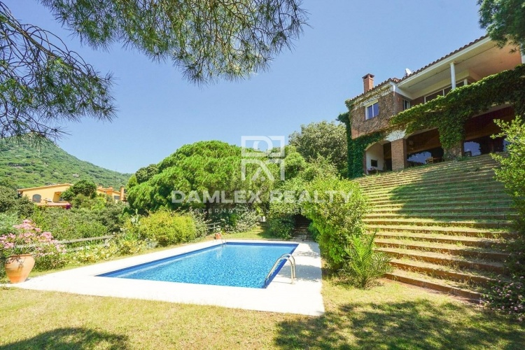House with tourist license in the outskirts of Barcelona