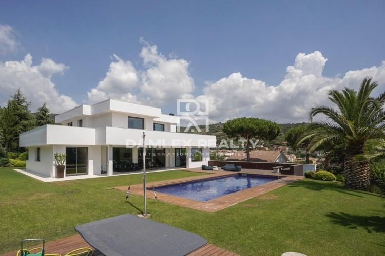 New modern design villa with sea views