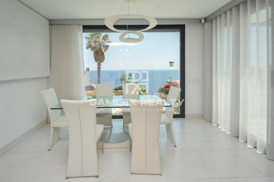 Modern house with incredible sea views