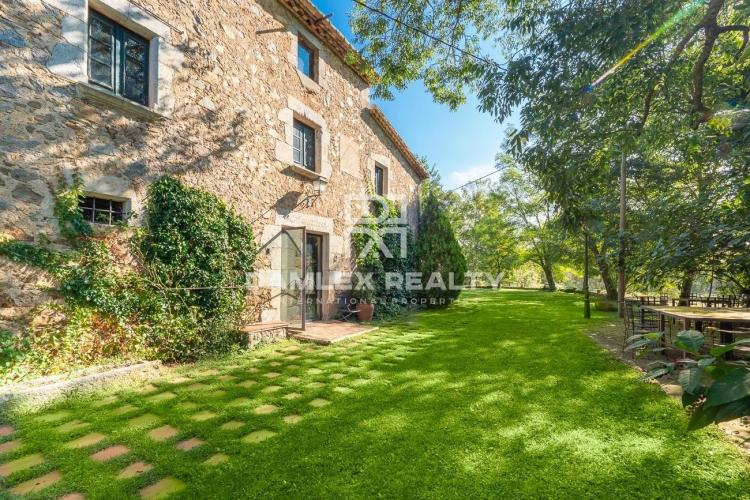 Farmhouse from 1781, recently renovated with 25 hectares of land