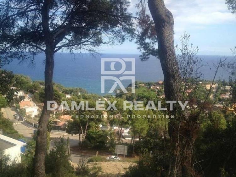 Plot with frontal sea views in guarded urbanization. Costa Brava